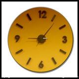 De gele Gekleurde Klok van de Muur van het Glas