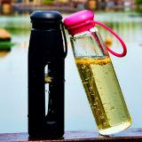 Bottiglia di vetro di vendita calda di sport di acqua con la bottiglia di vetro portatile del manicotto del silicone
