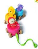 Fábrica de suprimentos de pelúcia bebê puxando brinquedo de carro