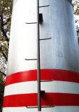 電力のタワーによって電流を通される電気照明コラム