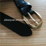 Mesdames accessoire étroite ceinture noire et boucle de cuivre