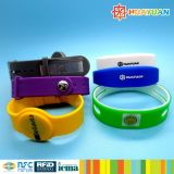 Il randello di forma fisica MIFARE 4K classico RFID impermeabilizza il WristBand del silicone