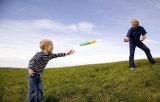 高い屋外ゲームのおもちゃは大人のプラスチック飛行ディスクをからかう