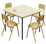 Mesa e cadeira usadas jogo das crianças da mobília da sala de aula do jardim de infância