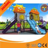 De nouveaux équipements de terrain de jeux de plein air d'arrivée