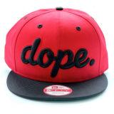 Classic de rojo y negro tapa Snapback sombrero con visera plana bordado en 3D.