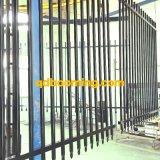 La polvere ha ricoperto la recinzione della guarnigione di obbligazione della parte superiore del germoglio di Pregalvanized