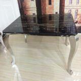 A tabela de jantar superior de mármore elegante com quatro pés prateia a cor