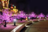 LEDのクリスマスのピンクの桜は装飾の木ライトをつける