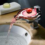 Débit d'eau LED Cascade de la salle de bains wc Mitigeur appuyez sur