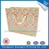 De lujo colorido de compras de papel bolso con la manija