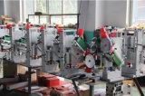 Mann bildete Vorstand dekorative Vorstand-Spanplatte hölzerne Furnier-Blattfurnierholz-Holzbearbeitung fördernde kundenspezifische Rand-Banderoliermaschine