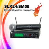 Microphone sans fil Slx24/Sm58/sans fil tenu dans la main