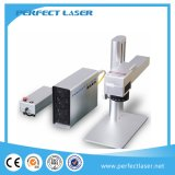 Mini macchina del contrassegno del laser della fibra sulla marcatura del laser della fibra della plastica e del metallo