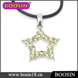 光っている水晶ネックレスか幸運なきらめき少し星のネックレス