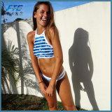 Женщина Бикини купальных костюмов пляжа лета