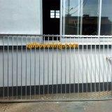平屋建家屋のアルミニウムプールの塀