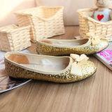Funkeln-Puder treffen auf schöne Schuhe zu