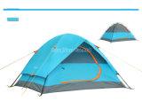 Faltendes kampierendes Zelt, im Freienzelte, knallen oben Zelt
