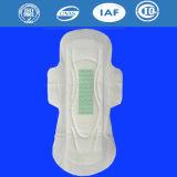 La Chine vend des serviettes hygiéniques en gros pour des produits quotidiennement d'emploi de garnitures sanitaires de dames de l'usine de la Chine (W0321)