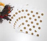 甘い袋のペーパーはキャンデーのビュッフェの一突きを縞で飾った