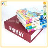 Impressão do livro de crianças no jogo com caixa