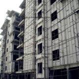 An Zwischenlage-Panel des Mörtel-ENV für modulares Haus anschließen
