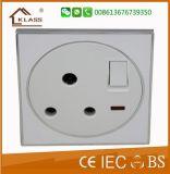 Universal 13 un socket con el interruptor bipolar