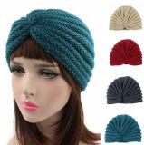 Женщины связали шлем крышки Индии зимы купола Bonnet тюрбана вязания крючком креста шлема теплый (HW129)