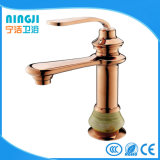 Robinet d'eau simple de Baisn de main de couleur d'or