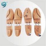 昇進OEMは看守の快適な木製の靴の木に蹄鉄を打つ
