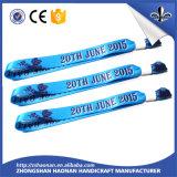 Bracelet fait sur commande en caoutchouc bon marché de silicones gravé en relief par Debossed d'OEM