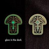 La vente directe en usine dans le noir brillant Enamel Badges