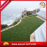 Césped artificial al aire libre barato al por mayor de la hierba para la decoración