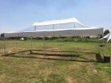Transparentes Dach gefaltete Zelte draußen