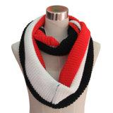女性は作るアクリルのカシミヤ織のPashminaによって編まれる冬の無限スカーフ(YKY4186)を