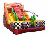 屋外の巨大で膨脹可能な移動式カーレースのスライド