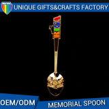 Cuchara modificada para requisitos particulares del metal del recuerdo con la insignia de encargo para la colección