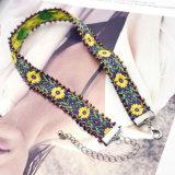 Colares Handmade do Choker do teste padrão da folha da flor do Crochet