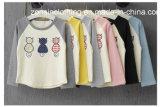 배수는 면에 의하여 제작된 접합한 아이들 t-셔츠를 착색한다