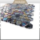プールのための虹色の黒い六角形のガラスモザイク