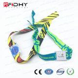 Un biglietto di uso di volta ha prestampato il Wristband prodotto su commissione del PVC bollato marchio RFID