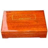 Contenitore di regalo fatto da Wood con il disegno elegante e grazioso