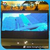 P10 che fa pubblicità alla visualizzazione di LED dell'interno della parete per il tabellone per le affissioni del LED