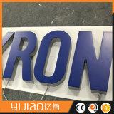 El canal modificado para requisitos particulares del color LED del RGB que hace publicidad de la muestra encendida las cartas de acrílico pone letras a al aire libre