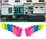 Copos de plástico coloridas a Máquina de Moldagem por Injeção