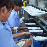 Белый Polyestr вязки белый провод фиолетового цвета под рукой перчатки