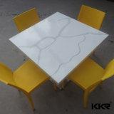 人工的な大理石の円形の固体表面のダイニングテーブルの上