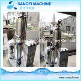 Mascota de la máquina de llenado de embotellado de bebidas carbonatadas