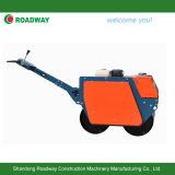 Camminata dietro il rullo compressore vibratorio, rullo vibrante del doppio timpano, costipatore della strada, mini rullo compressore
